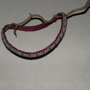 Lila tenntrådshalsband